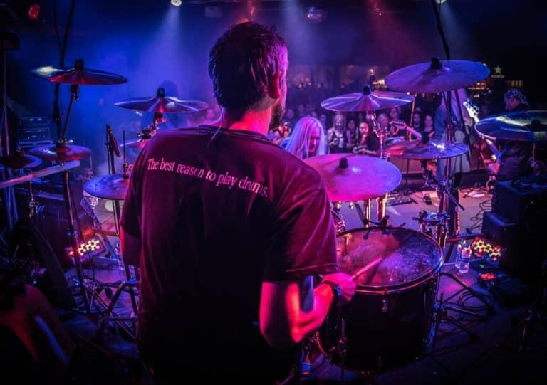 Read more about the article Kreiere deine eigenen Bandshirts